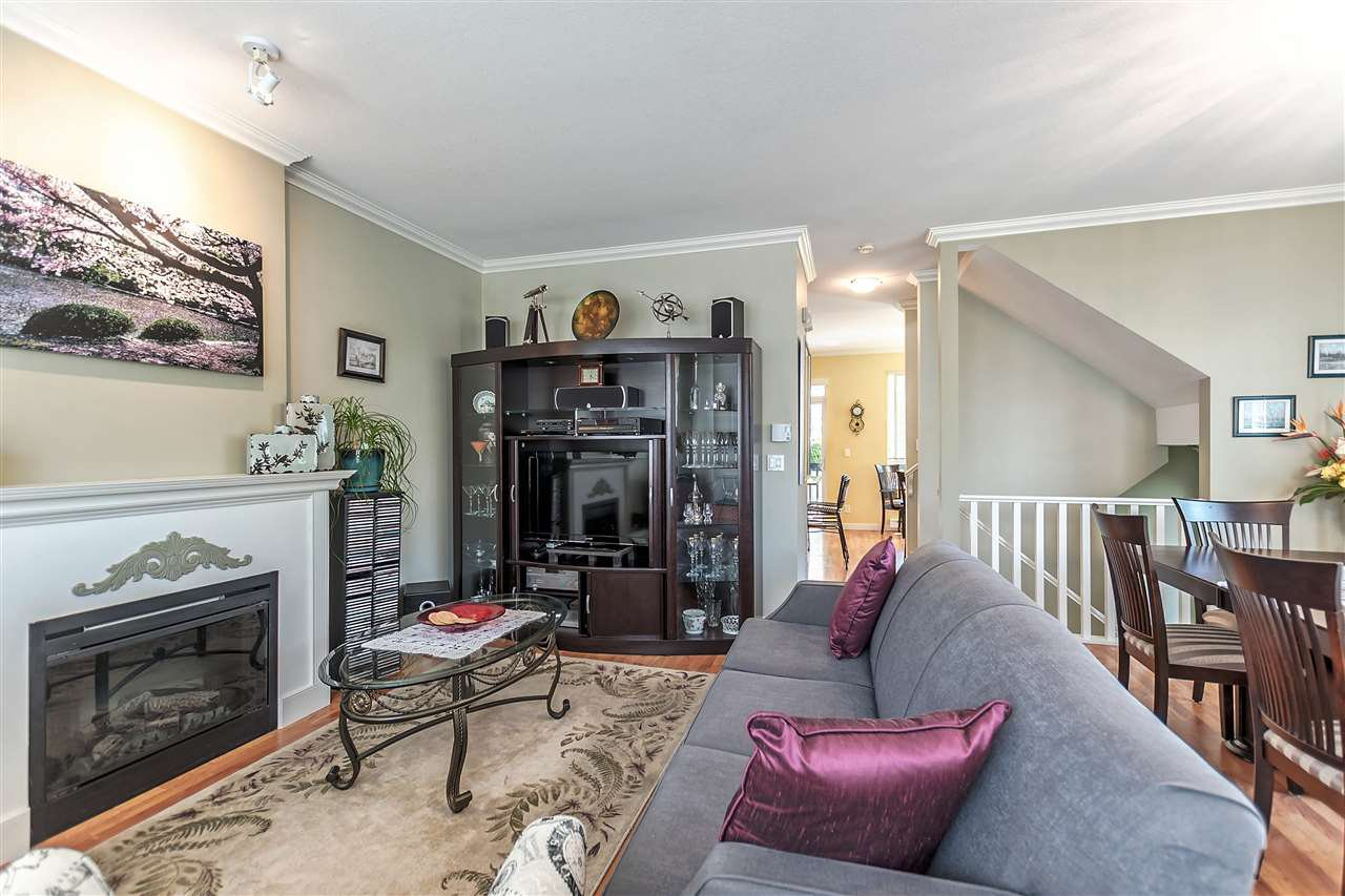 """Photo 4: Photos: 16 16789 60 Avenue in Surrey: Cloverdale BC Townhouse for sale in """"LAREDO"""" (Cloverdale)  : MLS®# R2190662"""
