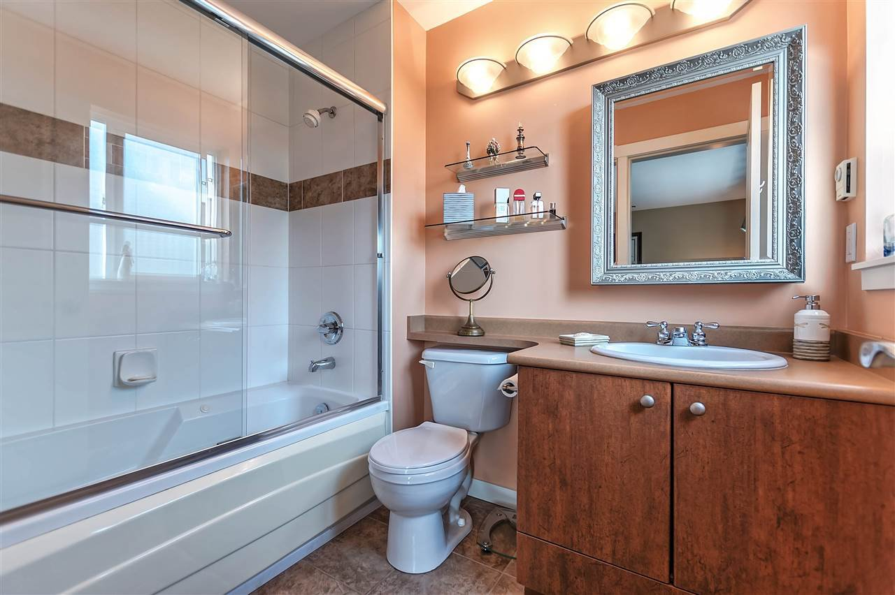"""Photo 15: Photos: 16 16789 60 Avenue in Surrey: Cloverdale BC Townhouse for sale in """"LAREDO"""" (Cloverdale)  : MLS®# R2190662"""