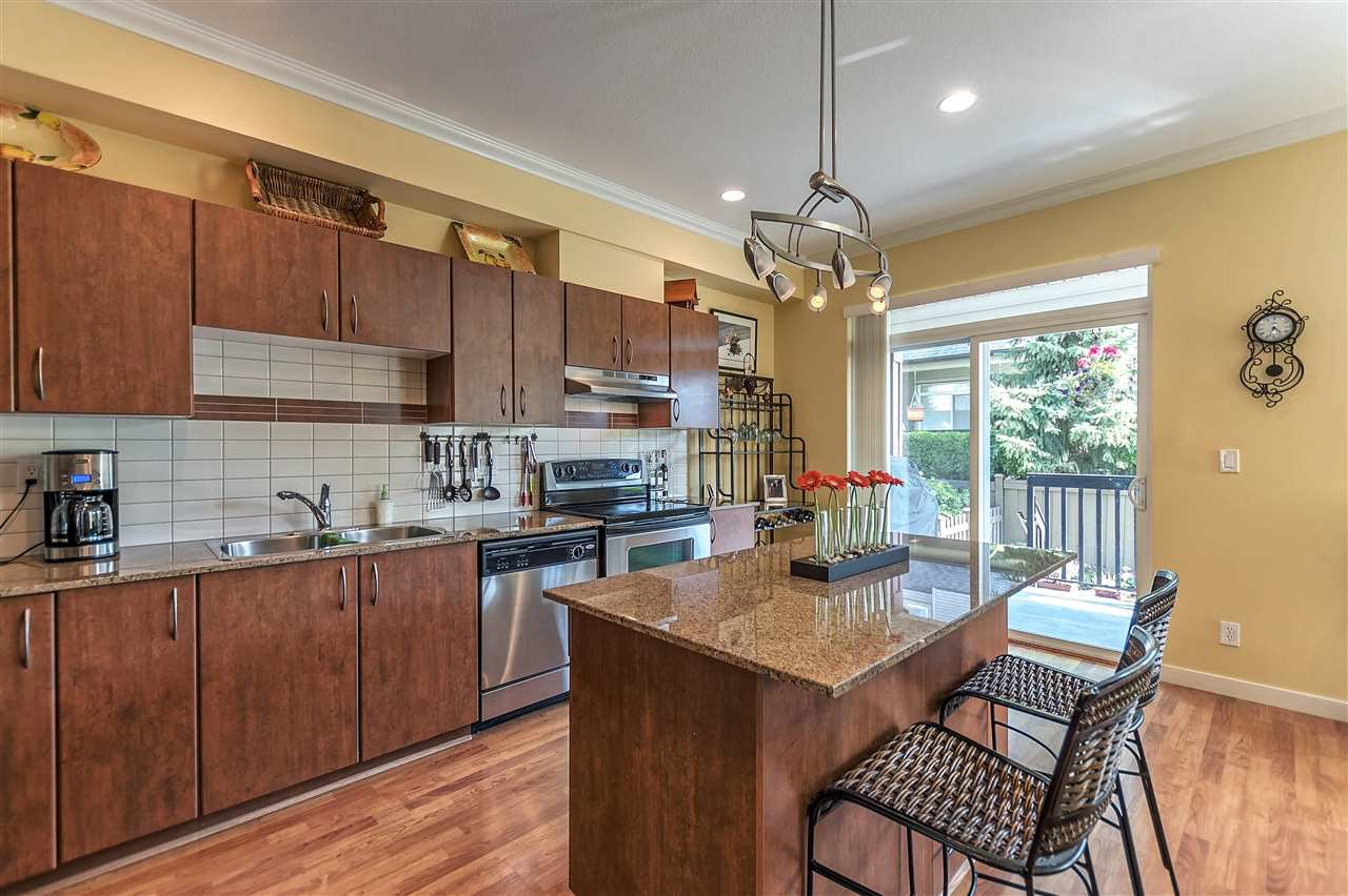 """Photo 10: Photos: 16 16789 60 Avenue in Surrey: Cloverdale BC Townhouse for sale in """"LAREDO"""" (Cloverdale)  : MLS®# R2190662"""