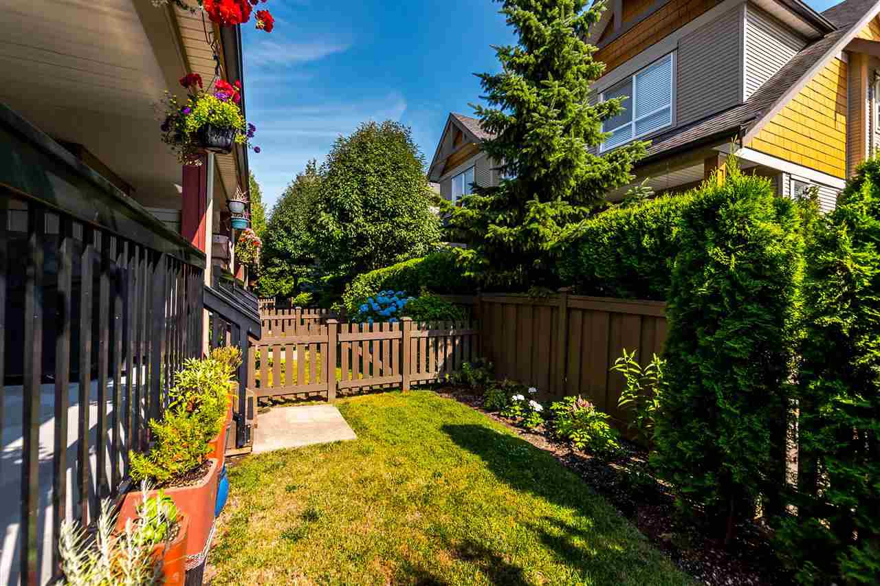 """Photo 13: Photos: 16 16789 60 Avenue in Surrey: Cloverdale BC Townhouse for sale in """"LAREDO"""" (Cloverdale)  : MLS®# R2190662"""