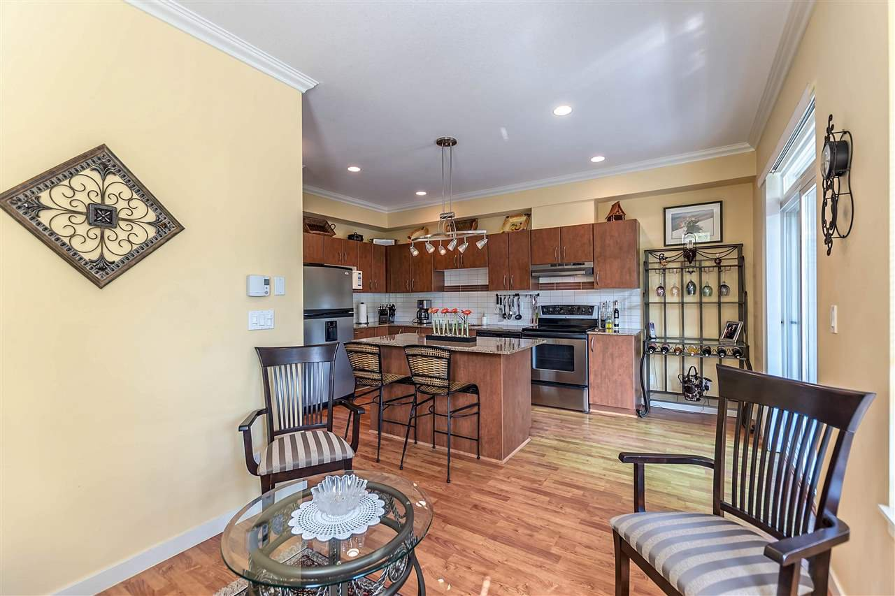 """Photo 7: Photos: 16 16789 60 Avenue in Surrey: Cloverdale BC Townhouse for sale in """"LAREDO"""" (Cloverdale)  : MLS®# R2190662"""