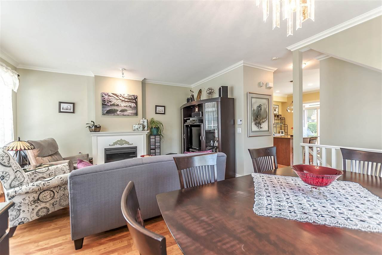 """Photo 5: Photos: 16 16789 60 Avenue in Surrey: Cloverdale BC Townhouse for sale in """"LAREDO"""" (Cloverdale)  : MLS®# R2190662"""