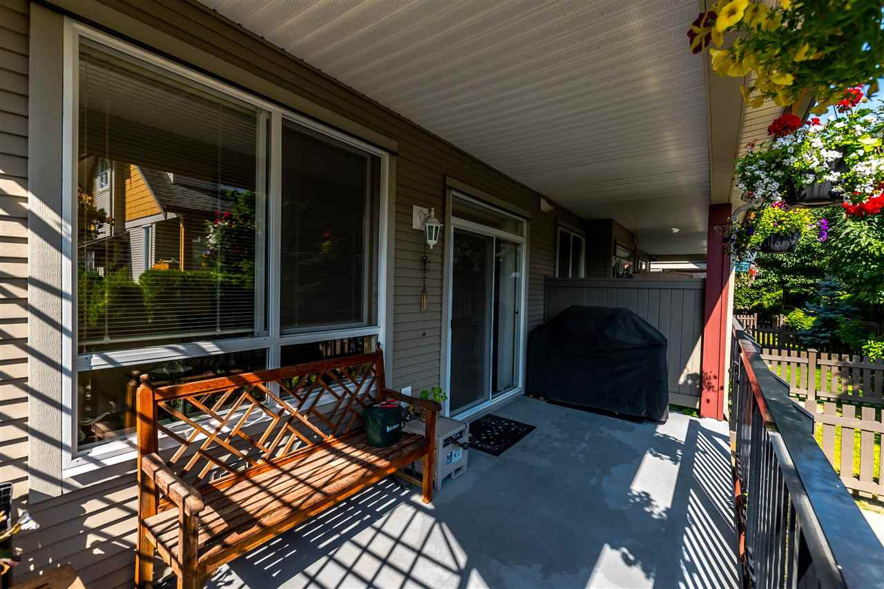"""Photo 11: Photos: 16 16789 60 Avenue in Surrey: Cloverdale BC Townhouse for sale in """"LAREDO"""" (Cloverdale)  : MLS®# R2190662"""