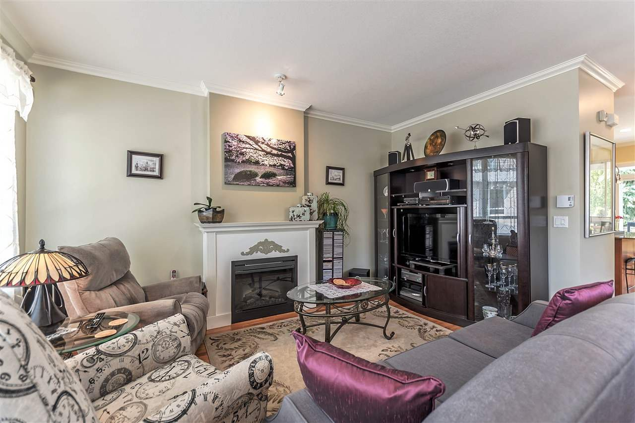 """Photo 3: Photos: 16 16789 60 Avenue in Surrey: Cloverdale BC Townhouse for sale in """"LAREDO"""" (Cloverdale)  : MLS®# R2190662"""
