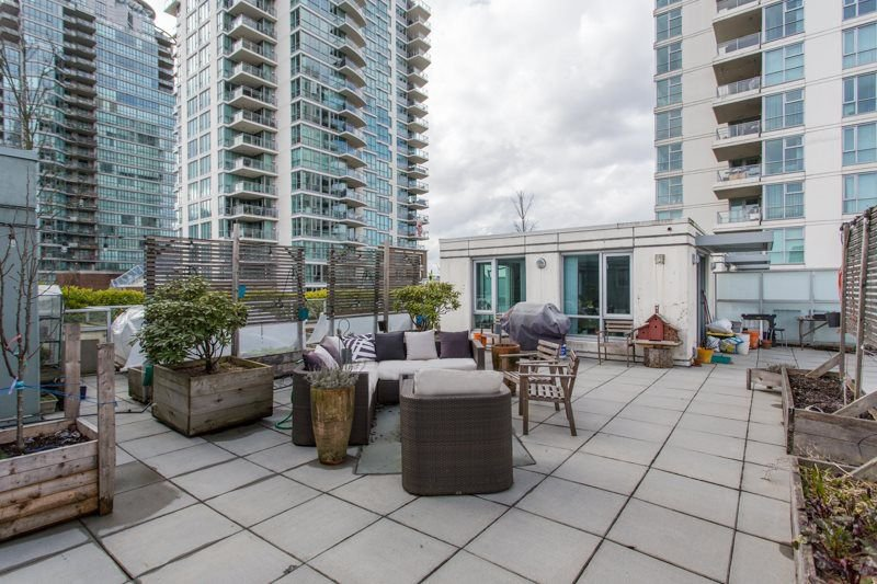 "Main Photo: 306 125 MILROSS Avenue in Vancouver: Mount Pleasant VE Condo for sale in ""Creekside"" (Vancouver East)  : MLS®# R2244749"