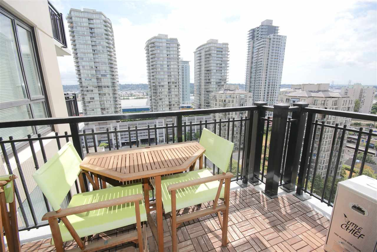 "Main Photo: 1208 813 AGNES Street in New Westminster: Downtown NW Condo for sale in ""NEWS"" : MLS®# R2391706"