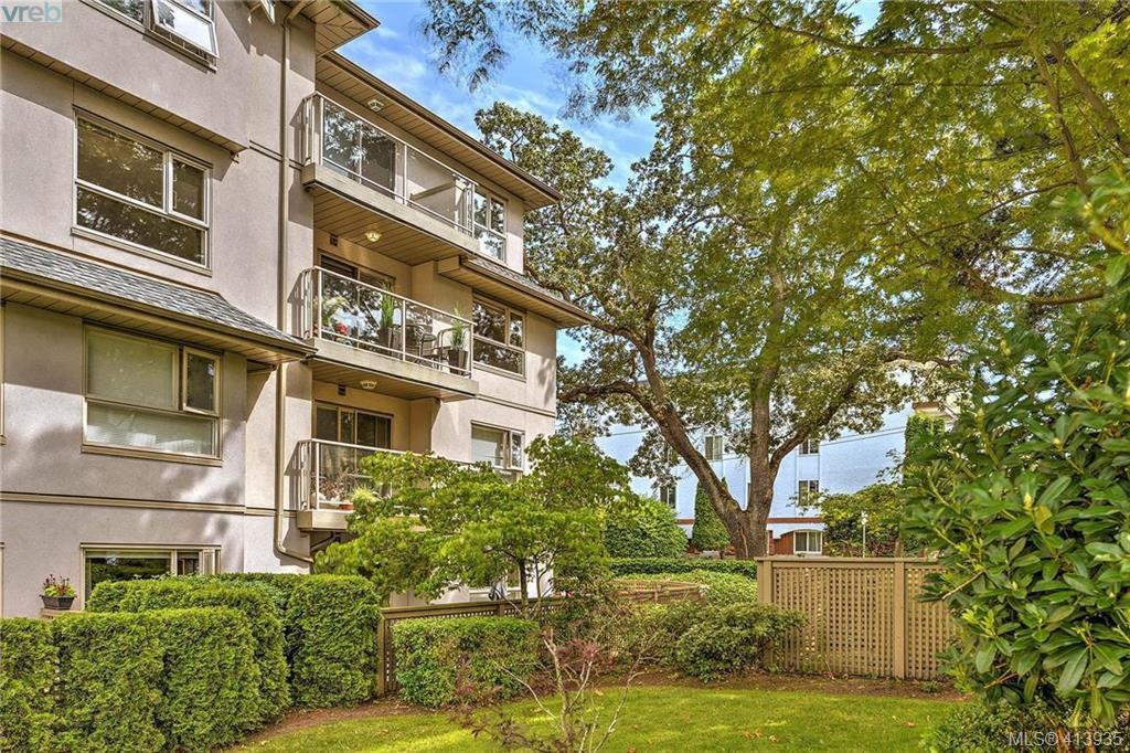Main Photo: 305 1715 Richmond Avenue in VICTORIA: Vi Jubilee Condo Apartment for sale (Victoria)  : MLS®# 413935
