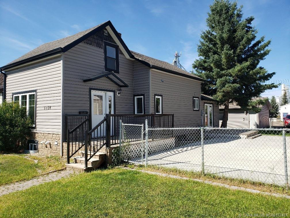 Main Photo: 5124 48 Street in Innisfail: IL Downtown Innisfail Residential for sale : MLS®# CA0177487
