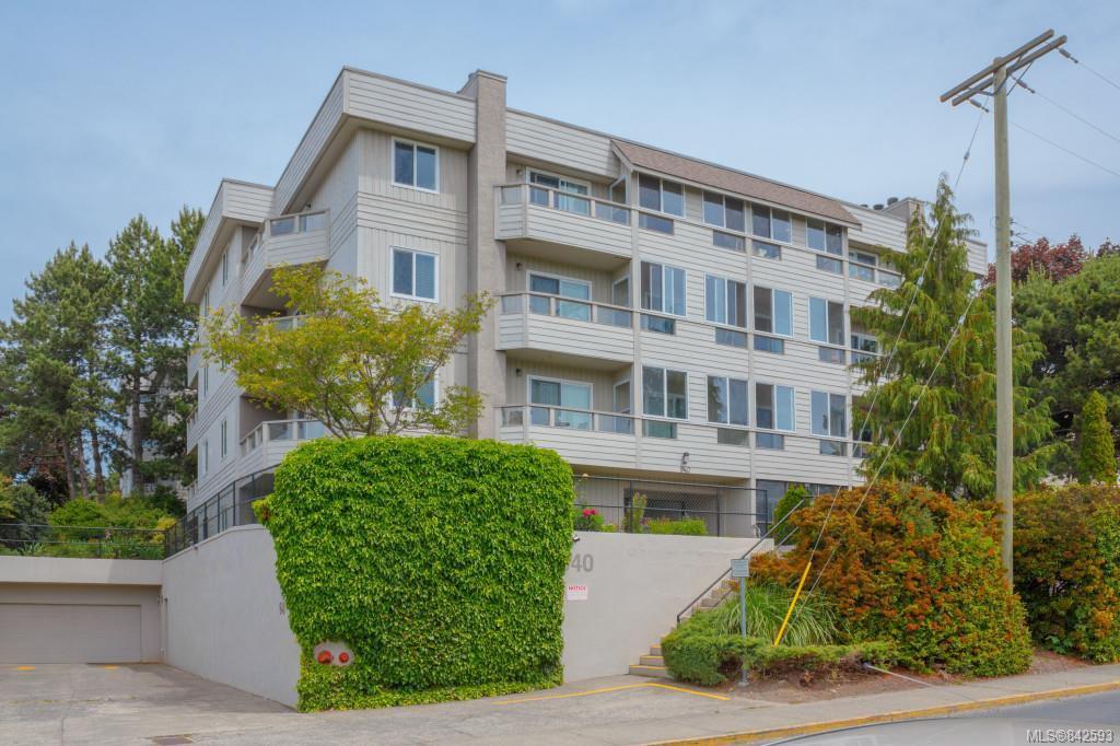 Main Photo: 4 940 Inverness Rd in Saanich: SE Quadra Condo Apartment for sale (Saanich East)  : MLS®# 842593