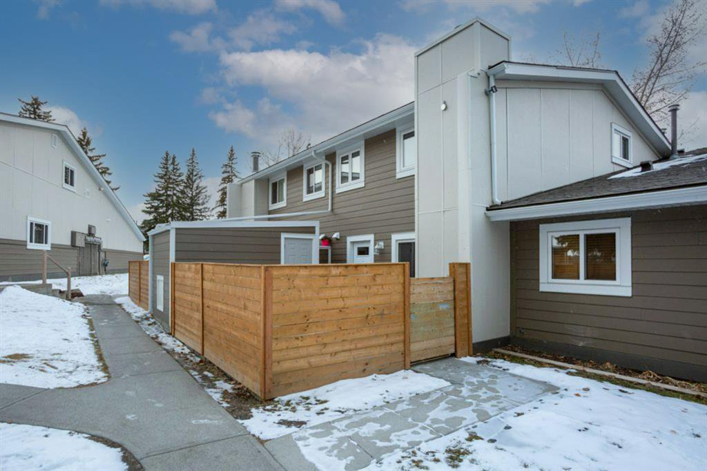 Main Photo: 1208 13104 Elbow Drive SW in Calgary: Canyon Meadows Row/Townhouse for sale : MLS®# A1051272