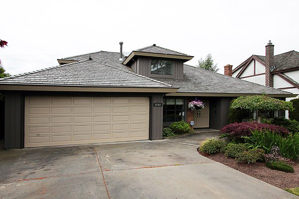 """Main Photo: 6760 WHITEOAK Drive in Richmond: Woodwards House for sale in """"S"""" : MLS®# V897519"""