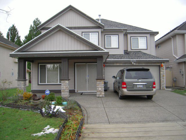 Main Photo: 6461 141A Street in Surrey: House for sale : MLS®# F1028550