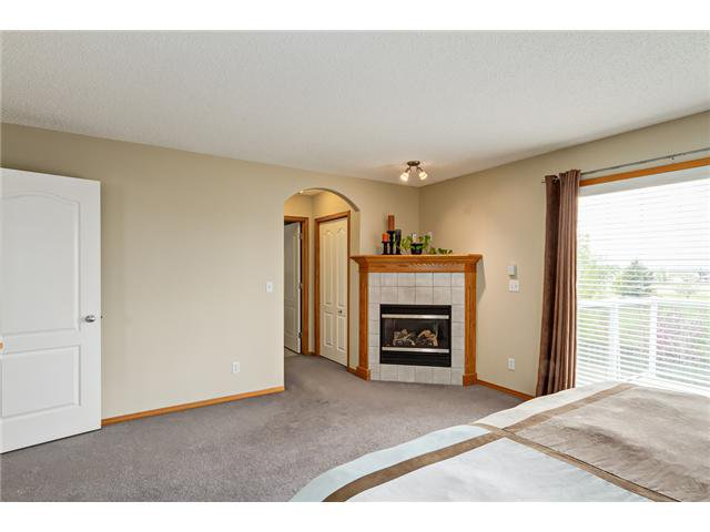 Photo 9: Photos: 12 HILLVIEW Road: Strathmore Residential Detached Single Family for sale : MLS®# C3620193