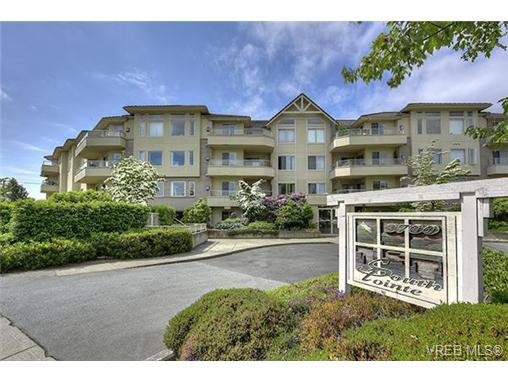 Main Photo: 207 3700 Carey Rd in VICTORIA: SW Gateway Condo for sale (Saanich West)  : MLS®# 733066