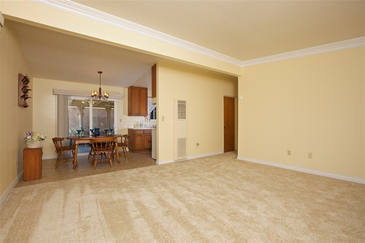 Photo 4: Photos: IMPERIAL BEACH House for sale : 3 bedrooms : 701 Hemlock Avenue