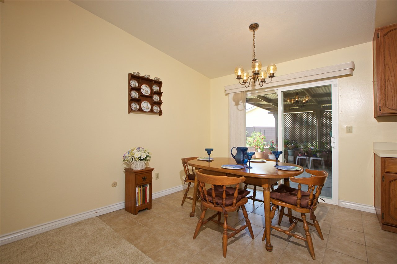 Photo 5: Photos: IMPERIAL BEACH House for sale : 3 bedrooms : 701 Hemlock Avenue