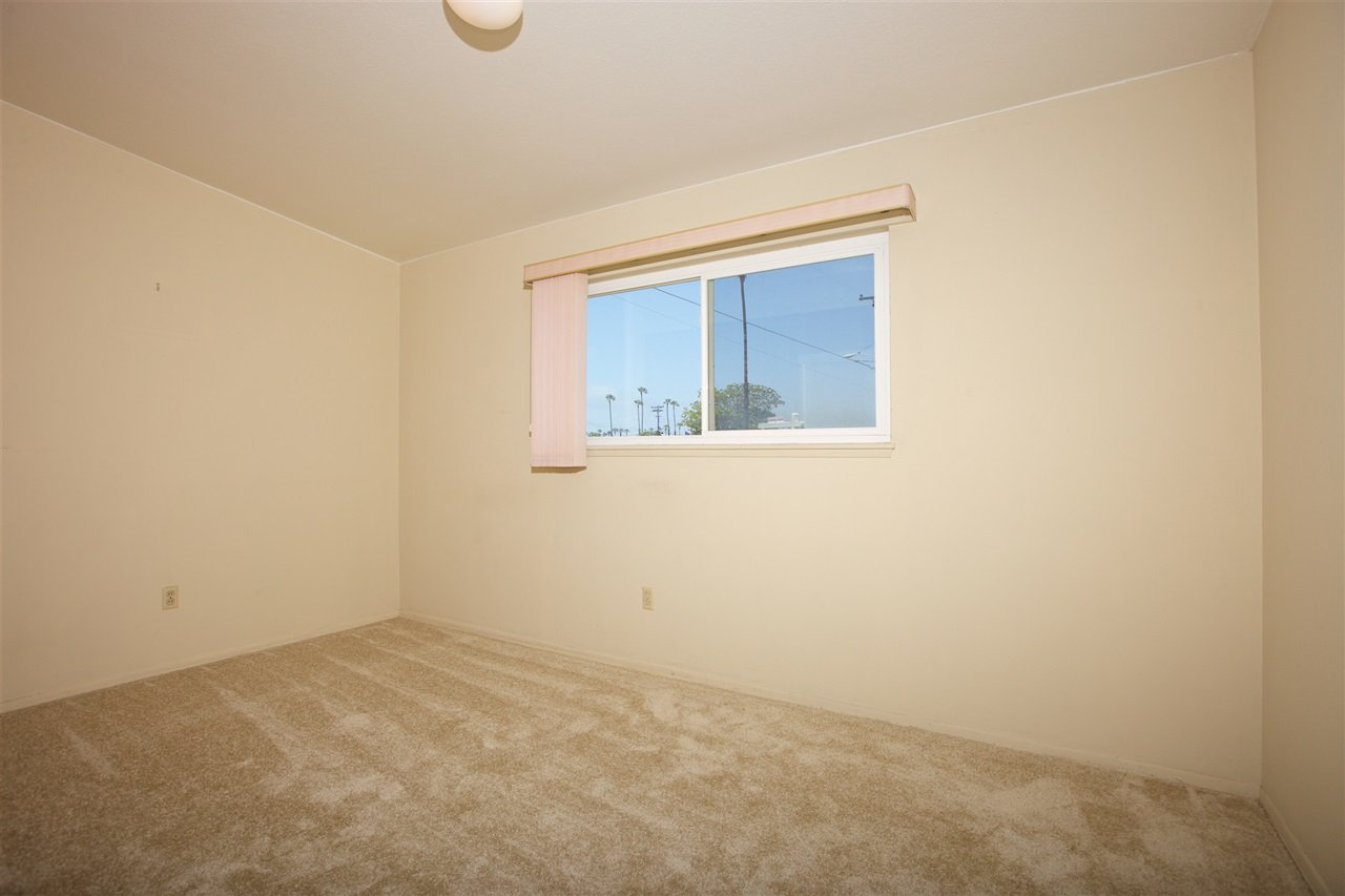 Photo 12: Photos: IMPERIAL BEACH House for sale : 3 bedrooms : 701 Hemlock Avenue