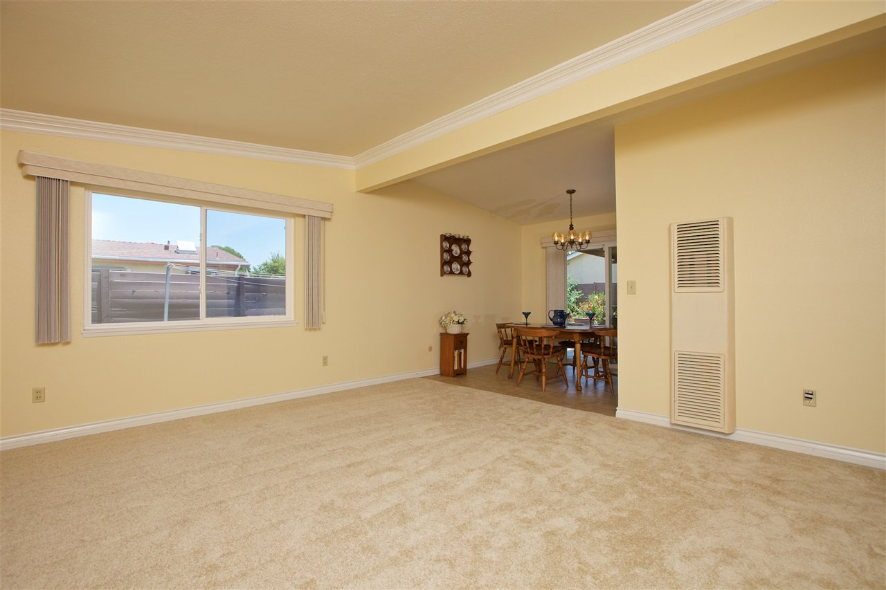 Photo 3: Photos: IMPERIAL BEACH House for sale : 3 bedrooms : 701 Hemlock Avenue