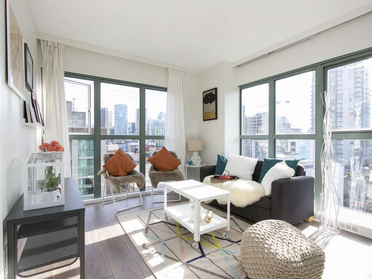"Main Photo: 807 1188 HOWE Street in Vancouver: Downtown VW Condo for sale in ""1188 Howe"" (Vancouver West)  : MLS®# R2112163"