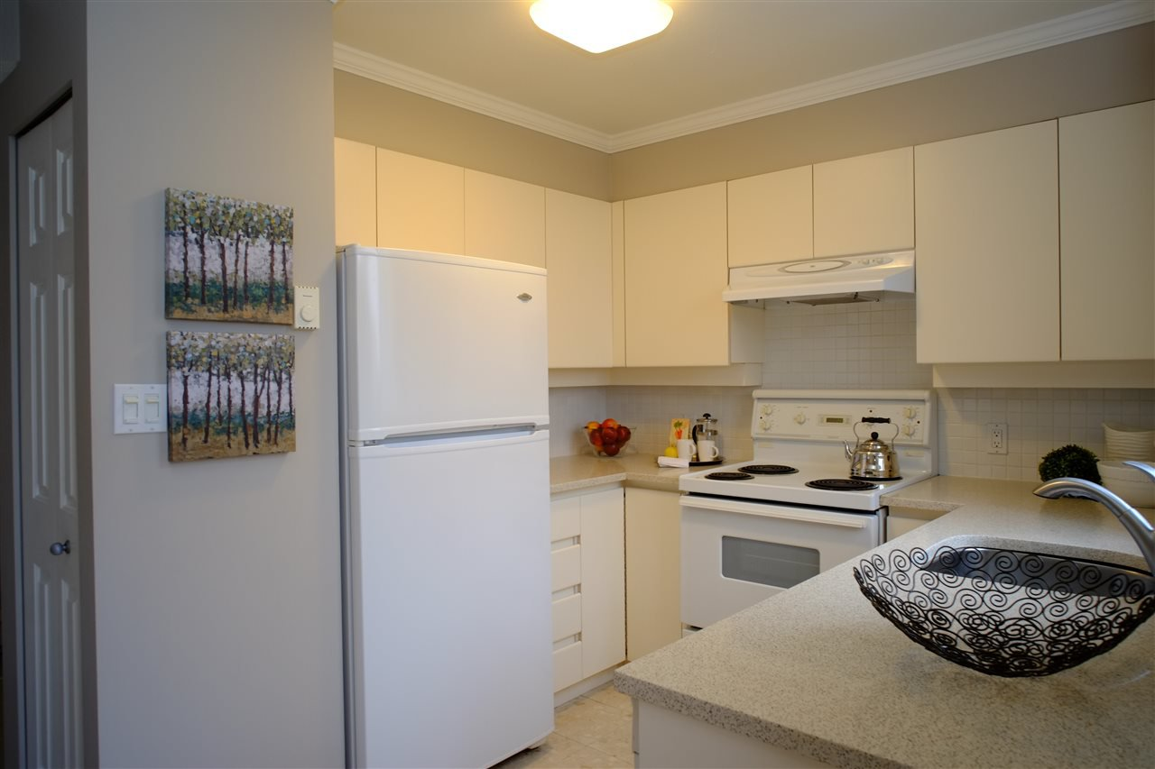 """Photo 4: Photos: 404 2189 W 42ND Avenue in Vancouver: Kerrisdale Condo for sale in """"Governor Point"""" (Vancouver West)  : MLS®# R2112248"""
