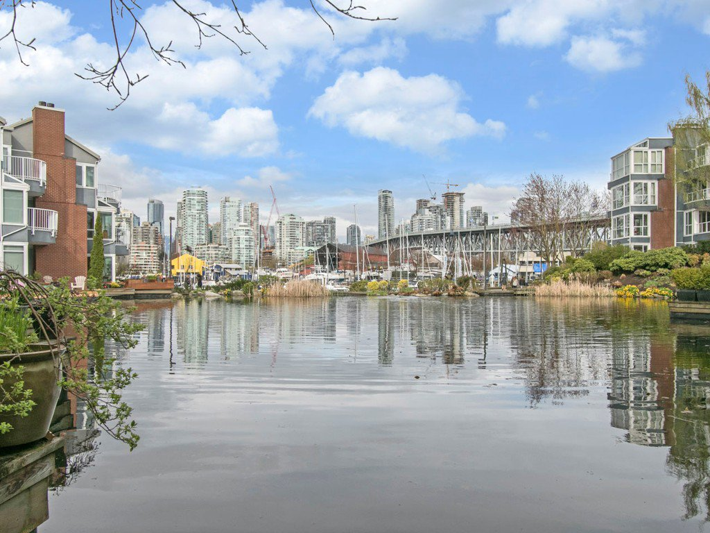 "Main Photo: 1585 MARINER Walk in Vancouver: False Creek Townhouse for sale in ""LAGOONS"" (Vancouver West)  : MLS®# R2158122"