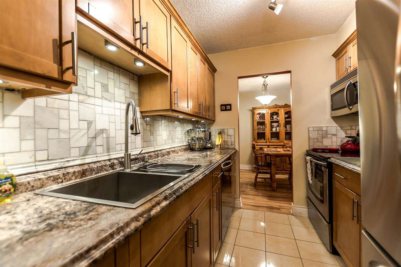 "Main Photo: 106 2020 FULLERTON Avenue in North Vancouver: Pemberton NV Condo for sale in ""WOODCROFT"" : MLS®# R2195621"