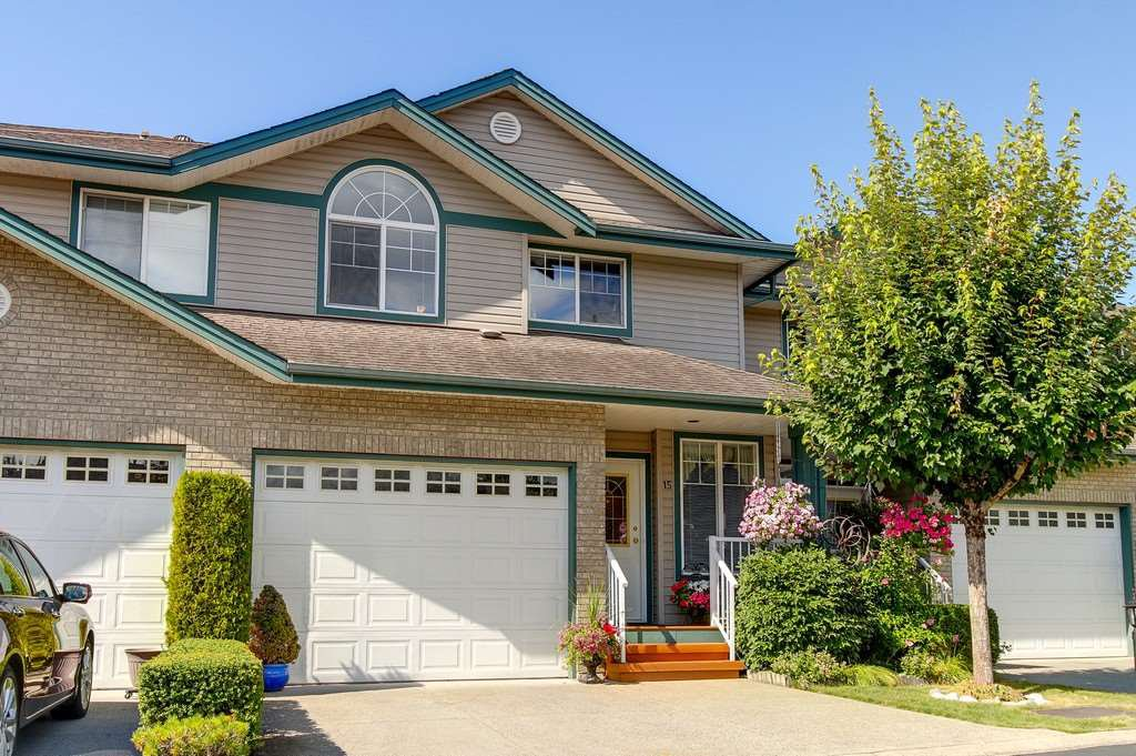 "Main Photo: 15 11358 COTTONWOOD Drive in Maple Ridge: Cottonwood MR Townhouse for sale in ""CARRIAGE LANE"" : MLS®# R2199858"