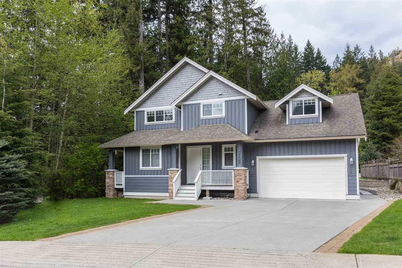 "Main Photo: 38648 CHERRY Drive in Squamish: Valleycliffe House for sale in ""Raven's Plateau"" : MLS®# R2205403"