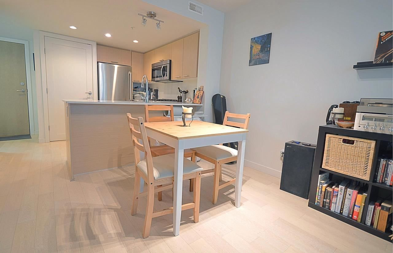 "Photo 6: Photos: 317 95 MOODY Street in Port Moody: Port Moody Centre Condo for sale in ""THE STATION"" : MLS®# R2220122"