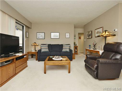Main Photo: 402 1052 Rockland Avenue in VICTORIA: Vi Downtown Residential for sale (Victoria)  : MLS®# 349517