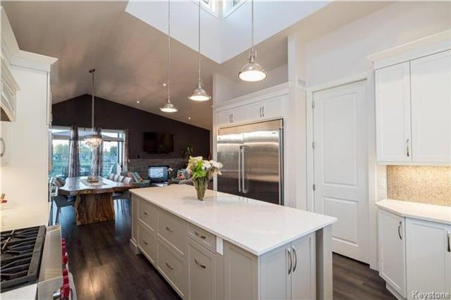 Photo 3: Photos: 178 Messager Rue in Winnipeg: St Boniface Single Family Detached for sale (2A)