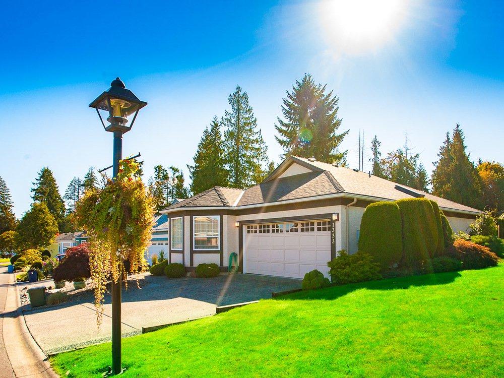 Main Photo: 1333 Leeward Way in Qualicum Beach: House for sale