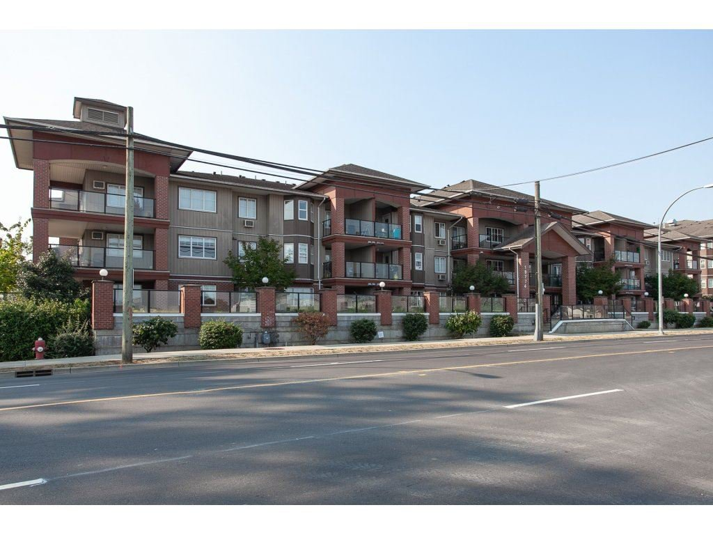 "Main Photo: 105 19774 56 Avenue in Langley: Langley City Condo for sale in ""Madison Station"" : MLS®# R2328196"