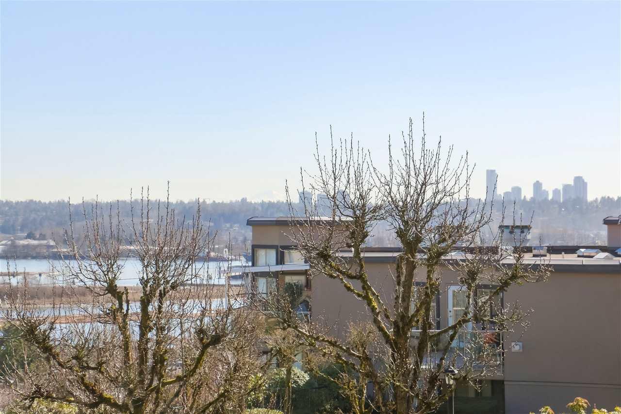 "Photo 1: Photos: 401 74 RICHMOND Street in New Westminster: Fraserview NW Condo for sale in ""GOVERNOR'S COURT"" : MLS®# R2350274"