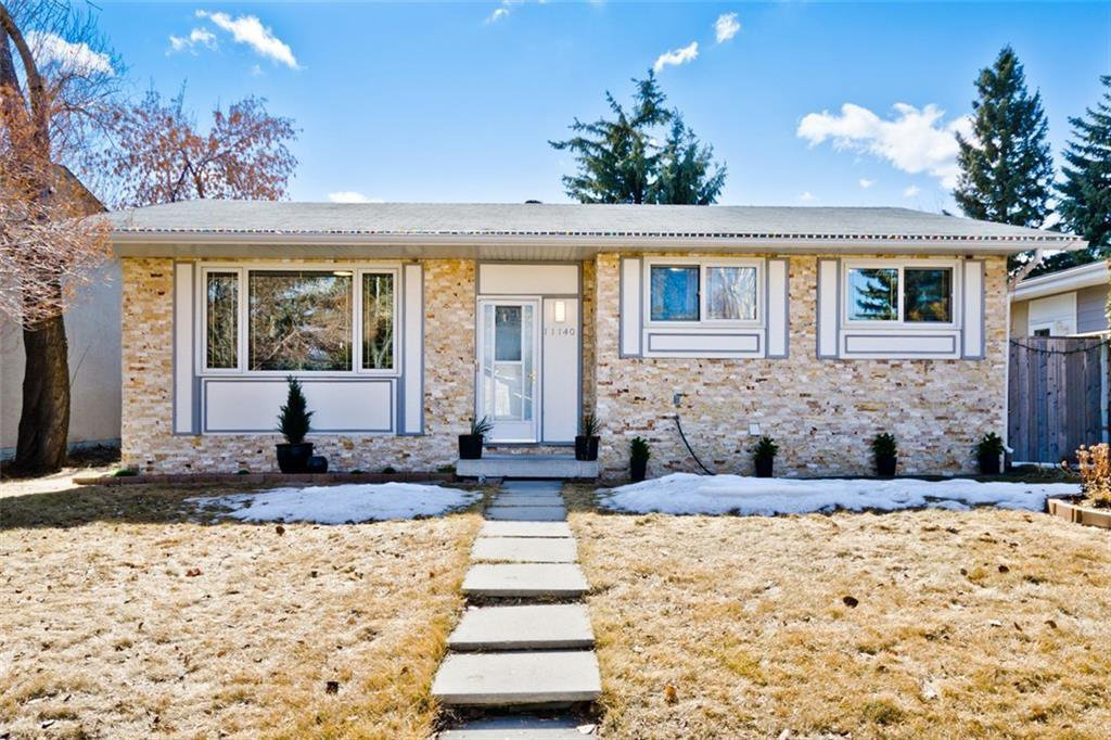 Main Photo: 11140 BRAESIDE Drive SW in Calgary: Braeside Detached for sale : MLS®# C4237369