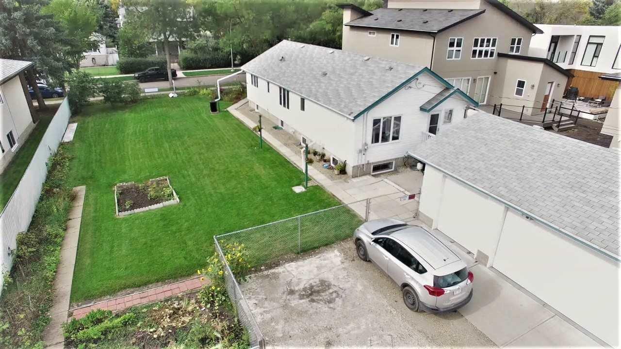 Main Photo: 9351 95 Street in Edmonton: Zone 18 House for sale : MLS®# E4176726