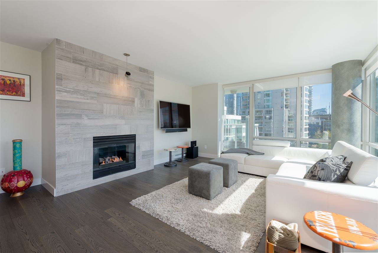 "Main Photo: 906 1500 HORNBY Street in Vancouver: Yaletown Condo for sale in ""888 BEACH"" (Vancouver West)  : MLS®# R2417560"