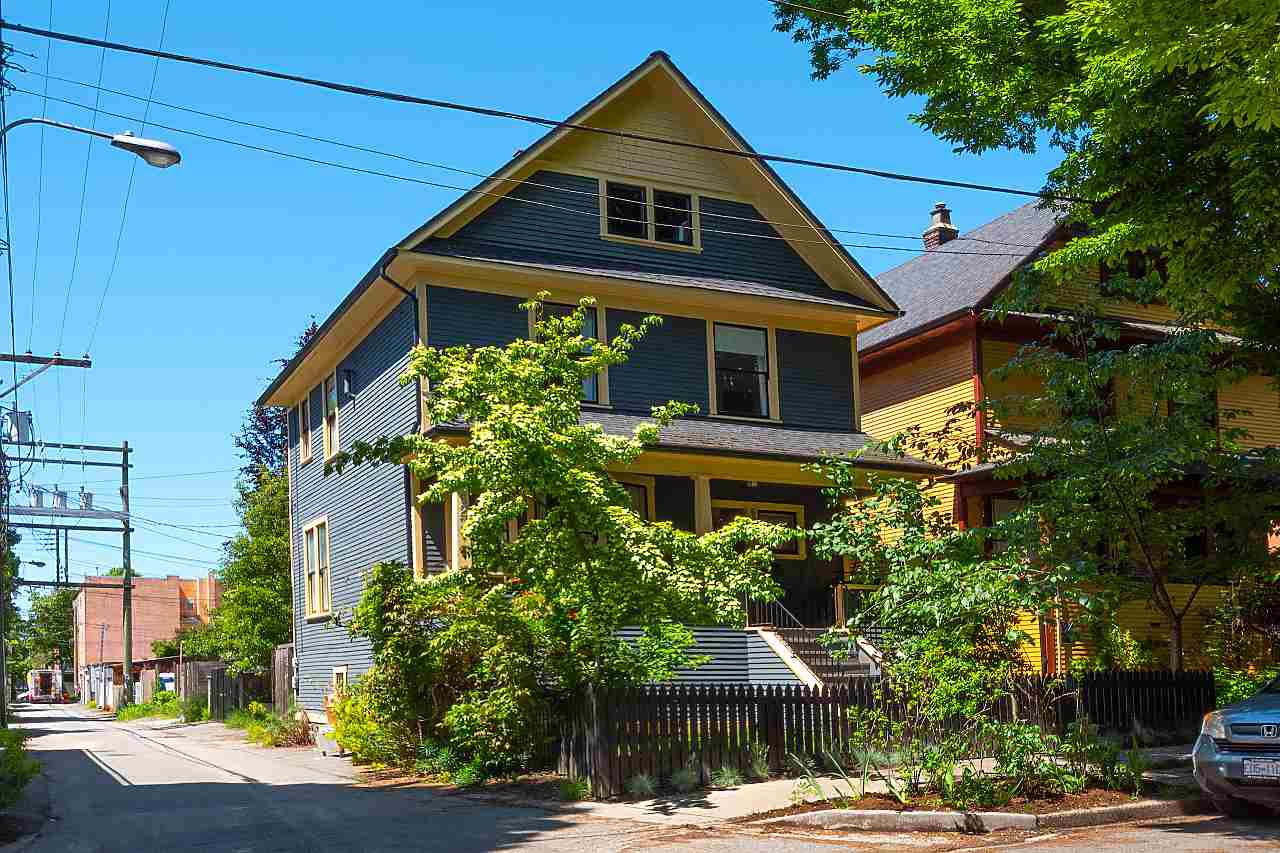 "Main Photo: 621 PRINCESS Avenue in Vancouver: Strathcona House for sale in ""STRATHCONA"" (Vancouver East)  : MLS®# R2459685"