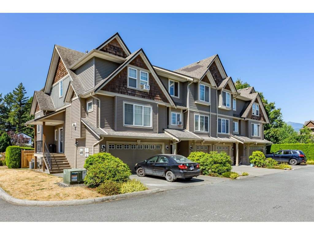 Main Photo: 21 8830 NOWELL Street in Chilliwack: Chilliwack E Young-Yale Townhouse for sale : MLS®# R2487421