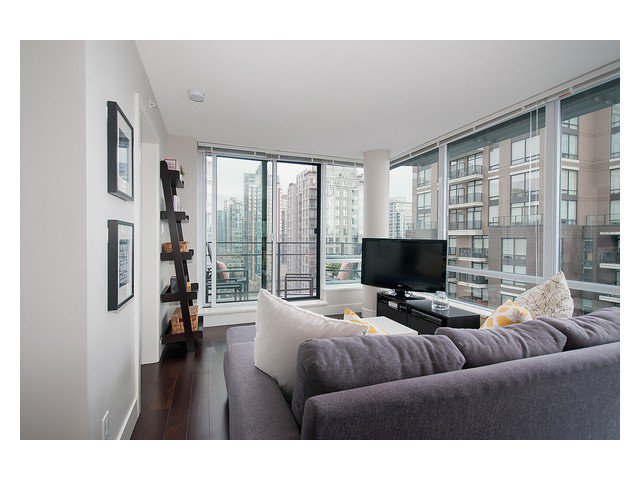 Photo 4: Photos: 1807 1088 RICHARDS Street in Vancouver: Yaletown Condo for sale (Vancouver West)  : MLS®# V1055333