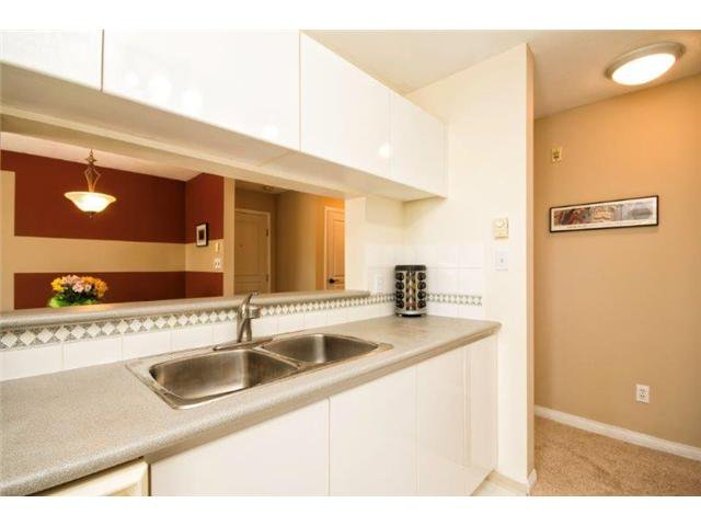 """Photo 6: Photos: 105 8450 JELLICOE Street in Vancouver: Fraserview VE Condo for sale in """"THE BOARDWALK"""" (Vancouver East)  : MLS®# V1061982"""