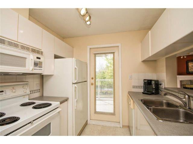 """Photo 5: Photos: 105 8450 JELLICOE Street in Vancouver: Fraserview VE Condo for sale in """"THE BOARDWALK"""" (Vancouver East)  : MLS®# V1061982"""