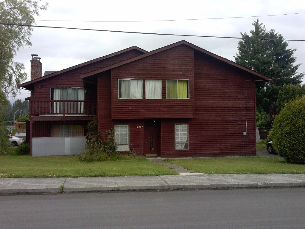 Main Photo: 6789 FRANCES Street in Burnaby: Sperling-Duthie House 1/2 Duplex for sale (Burnaby North)  : MLS®# V1090262