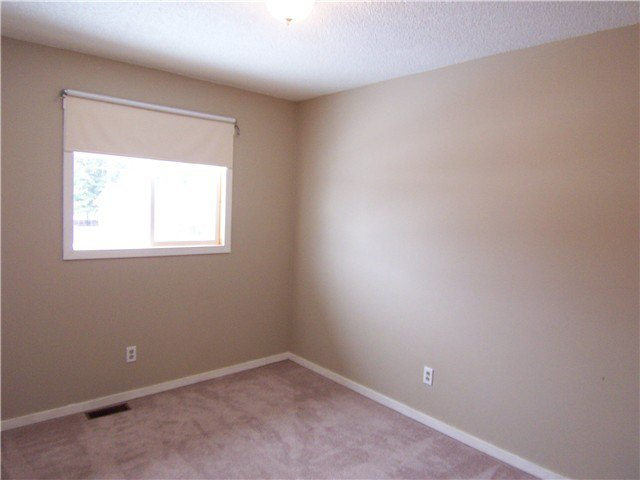 """Photo 8: Photos: 7118 GUELPH Crescent in Prince George: Lower College House 1/2 Duplex for sale in """"LOWER COLLEGE HEIGHTS"""" (PG City South (Zone 74))  : MLS®# N242295"""