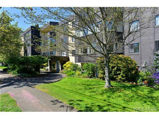 Main Photo: 404 1012 Collinson St in VICTORIA: Vi Fairfield West Condo for sale (Victoria)  : MLS®# 728827