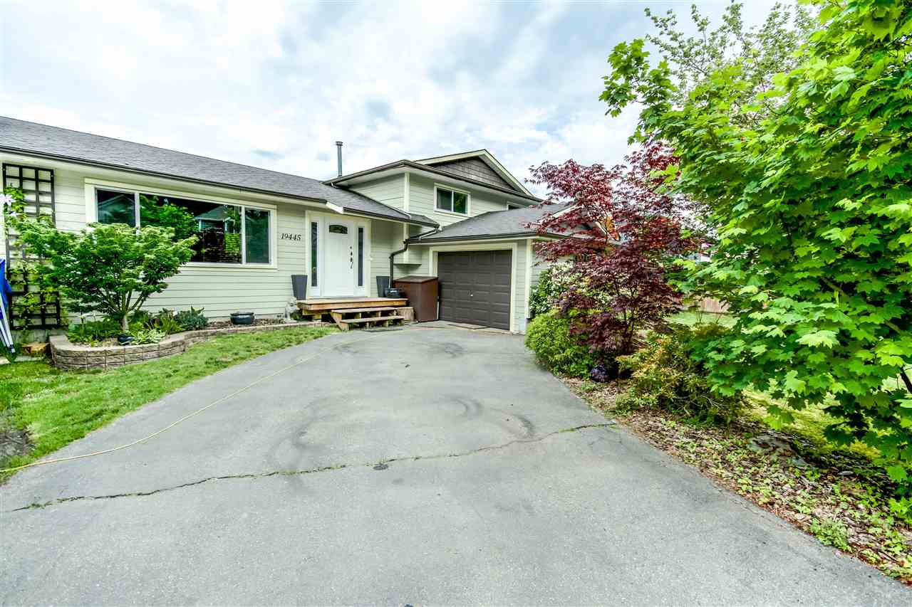 Main Photo: 19445 HAMMOND Road in Pitt Meadows: Central Meadows House for sale : MLS®# R2064790