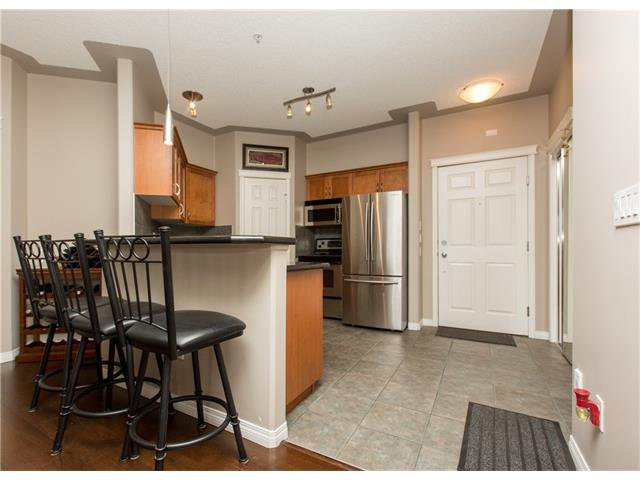 Photo 2: Photos:  in Calgary: Condo for sale : MLS®# C4076180