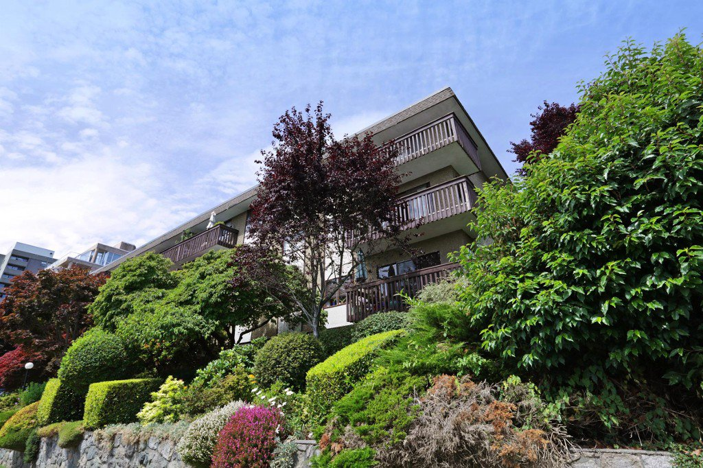 Main Photo: 406 120 E 4TH Street in North Vancouver: Lower Lonsdale Condo for sale : MLS®# R2190577