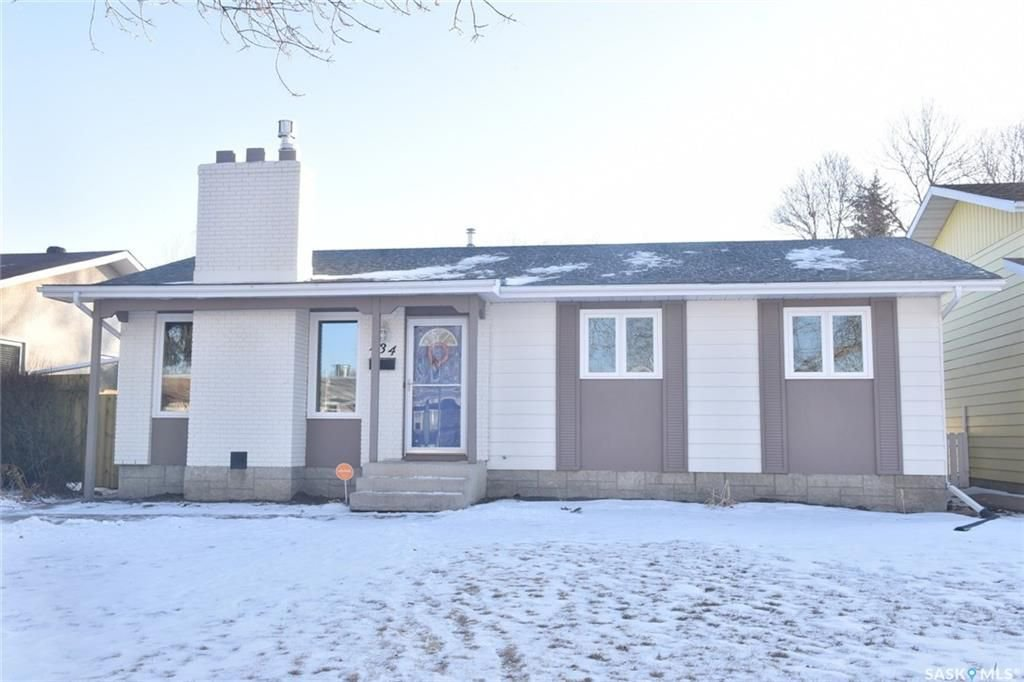 Main Photo: 134 Fuhrmann Crescent in Regina: Walsh Acres Residential for sale : MLS®# SK717262