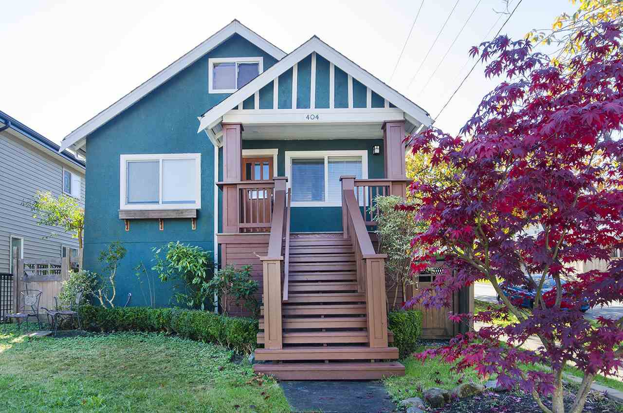 "Main Photo: 404 AUBREY Place in Vancouver: Fraser VE House for sale in ""Main/Fraser Corridor"" (Vancouver East)  : MLS®# R2244555"